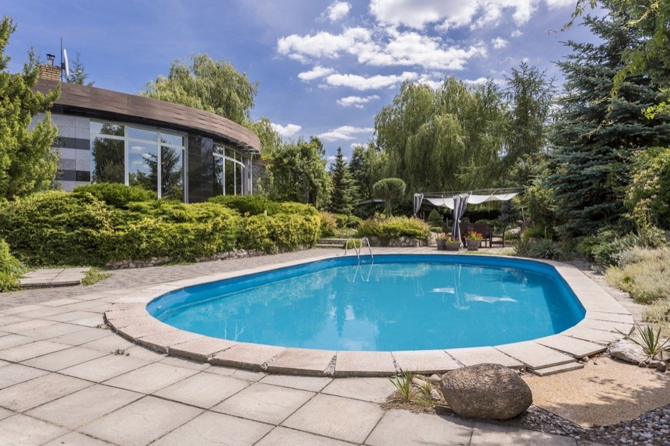 4 Tips for Selling a Home With a Swimming Pool
